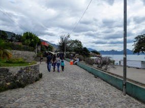 Walk along the lakeside in Pana